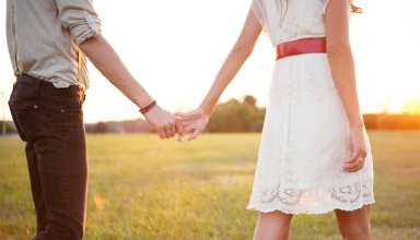 http://hdwallpaperbackgrounds.net/wp-content/uploads/2015/08/Romantic-Cute-Couple-Holding-Hands-Wallpapers.jpg